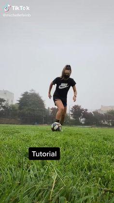 Soccer Footwork Drills, Soccer Practice Drills, Football Training Drills, Soccer Drills For Kids, Football Workouts, Soccer Skills, Soccer Tips, Football Soccer, Soccer Videos