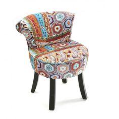 Silla tapizada en patchwork Esta silla con patas de madera tapizada en tejido patchwork dará un toque alegre a su casa.