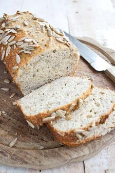 LOW CARB BREAD (CHIA & ALMOND FLOUR) - An easy everyday low carb bread with a texture just like whole-wheat bread. This delicious gluten free Keto chia almond bread recipe has absolutely no eggy taste! Keto Bread Coconut Flour, Keto Flour, Keto Banana Bread, Sugar Bread, Almond Bread, Almond Flour Recipes, Almond Butter, Keto Chia Seed Recipes, Easy Keto Bread Recipe