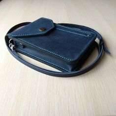 Leather Gifts, Leather Bags Handmade, Leather Key, Leather Craft, Leather Crossbody Bag, Leather Handbags, Oxford Bags, Mulberry Bag, Leather Phone Case
