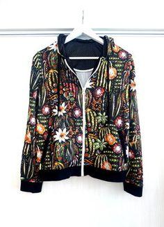 Kupuj mé předměty na #vinted http://www.vinted.cz/damske-obleceni/mikiny/15338650-stylova-mikina-zara-s-kvetinovym-potiskem-s-oteviranim-na-zip