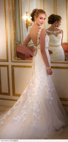 Lace wedding dress. Perfect with headpieces from www.MyArtDeco.co
