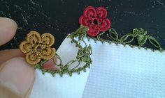 Fıstıklı tığ oyasından çiçek yapım videosu Crochet Motif, Crochet Lace, Crochet Needles, Needle Lace, Hair Pins, Tatting, Needlework, Diy And Crafts, Projects To Try