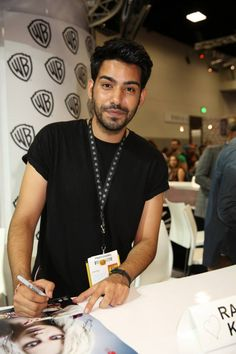 Rahul Kohli, who stars in iZOMBIE as Dr. Ravi Chakrabarti, signs for fans of the upcoming series at the Warner Bros. booth at Comic-Con 2014 Rob Thomas, The Cw, Izombie Cast, I Zombie, Rose Mciver, Upcoming Series, Beautiful Men Faces, Hot Actors, San Diego Comic Con
