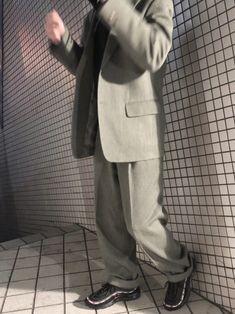 グレーのセットアップ! パンツの太さとテーラードジャケットのシルエットに惚れて買いました!☺️ イン