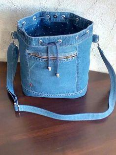 27 super Ideas for sewing bags grocery fabrics Denim Tote Bags, Denim Handbags, Denim Purse, Diy Jeans, Jean Purses, Purses And Bags, Mochila Jeans, Denim Crafts, Recycled Denim