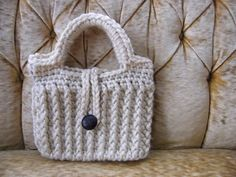 Traditionally Emily: Ribbed Winter Purse Pattern