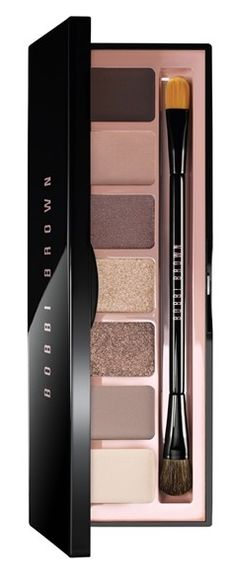From shades ranging from matte to glittery, this versatile palette is perfect for creating endless different looks.