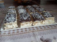 Negresa glazurata cu ciocolata (brownies)   Cum Gatesc Unt, Brownies, Waffles, Caramel, Breakfast, Food, Cake Brownies, Sticky Toffee, Morning Coffee