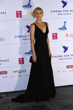 "Charlize Theron en la gala ""Cinema for peace"" 2016."