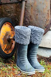 Jazz up your boots with these cosy boot cuffs. Keep them subtle with natural shades or go bold with a more daring splash of colour. Knit with approximately 200 yards of worsted weight yarn on 4.5 mm (US7) DPN's, these are a quick knit and make a great gift.