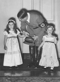 StevenWarRan: Adolf Hitler With His Favorite Little Girl,