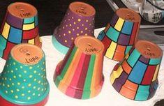 Fotos de Macetas pintadas a mano de distintos tamaños Painted Plant Pots, Painted Flower Pots, Ceramic Pots, Clay Pots, Flower Pot Design, Terracotta Flower Pots, Decorated Flower Pots, Clay Pot Crafts, Diy Planters
