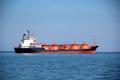 Trocadores para equipamentos embarcados em navios e plataformas offshore Tanker Ship, Oil And Gas, Opera House, Ships, Concept, Craft, Big, Building, Hale Navy