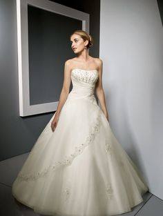 Lithe & Lovely- Wedding Dress & Gown