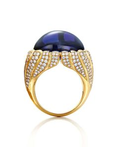 Tiffany ring set with a 23.03-carat tanzanite and diamonds in yellow gold, from the 2015 Blue Book collection.