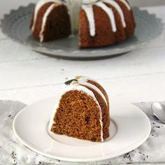 BUNDT CAKE DE CALABAZA Y MOLASSES CON FROSTING DE QUESO Y SEMILLAS http://petit-on.com #recetas #niños