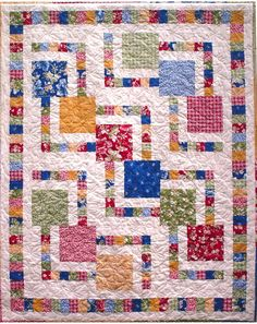 Great for large scale or novelty print fabric, and frame it with patchwork accent strips in complimentary colors. This great pattern uses 12 fat quarters, but can also be made using a single feature fabric for the larger squares. Quilting Tips, Quilting Tutorials, Quilting Projects, Quilting Designs, Baby Quilt Tutorials, Scrappy Quilts, Easy Quilts, Small Quilts, Kid Quilts