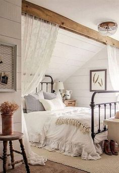 Awesome Rustic Master Bedroom Design And Decor Ideas - Regardless of whether it's for your master bedroom at home or the bedrooms in your lodge out at the lake, rustic sheet material makes an ideal expansi. Romantic Bedroom Decor, Farmhouse Master Bedroom, Stylish Bedroom, Master Bedroom Design, Modern Bedroom, Contemporary Bedroom, Bedroom Rustic, Master Suite, Master Bedrooms