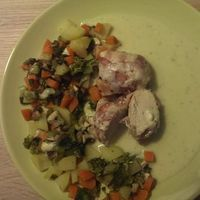 Hähnchen im Speckmantel überbacken mit Mozzarella mit Gemüse