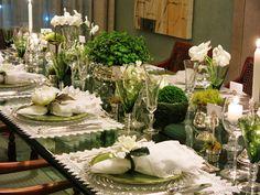 Mesa jantar verde e branco.