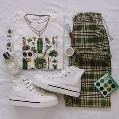 Living the green life 🌵🌿🌱🍃 Grunge Outfits, Teen Fashion Outfits, Hipster Outfits, Retro Outfits, 90s Fashion, Outfits For Teens, Korean Fashion, Vintage Outfits, Cool Outfits