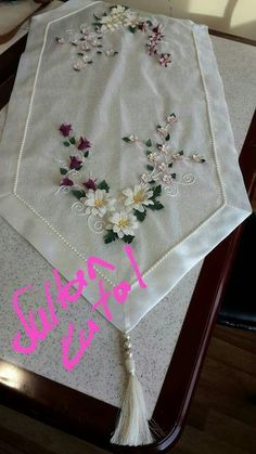 This Pin was discovered by Ays Needle Lace, Needle And Thread, Silk Ribbon Embroidery, Hand Embroidery, Dining Decor, Ribbon Work, Paper Quilling, Wedding Accessories, Table Runners