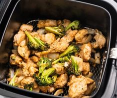 Healthy air fried chicken and broccoli asian stir fry. This Healthy air fryer chicken and broccoli recipe is an easy asian stir fry that's quick and easy Teriyaki Chicken Wings, Asian Chicken, Boneless Chicken, Fried Chicken, Air Fryer Oven Recipes, Air Fryer Dinner Recipes, Weight Watchers Desserts, Buffalo Chicken, Stir Fry Recipes