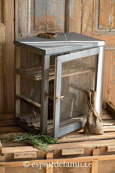 1000 id es sur armoires de garde manger de cuisine sur pinterest armoires d - Brocante industrielle en ligne ...