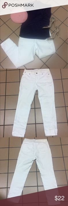‼️MAKE OFFER‼️ Talbots White Skinny Jeans White skinny jeans by Talbots. 2pockets on back, 2 in front. Great fit. In excellent like new condition. Talbots Jeans Skinny