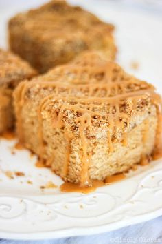Peanut Butter Crumb Coffee Cake with Peanut Butter Glaze with SimplyGloria.com #CrumbCake