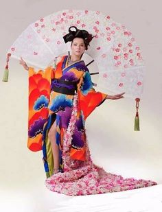 Miss Japan Yukimi Matsuo (left) will wear this Japanese Kimono and Obi design with an oversized fan attached at her back. Japanese Costume, Japanese Kimono, Fancy Dress Ball, Harajuku, Snow White, Culture, Costumes, Disney Princess, People