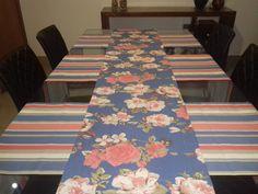 Kit Especial de Mesa Sarja Floral ATENAS composto de 1 (um) Caminho de Mesa e 3 (três) Tete a Tete para mesas de 8 (oito) lugares composto por 4 peças:  - 1 (um) caminho de mesa, medindo 2,60 x 42 cm  - 3 (três) tete a tete, medindo 1.60 x 42 cm  Tecido 100% algodão.    ATENÇÃO: Foto ilustrativa ...                                                                                                                                                                                 Mais