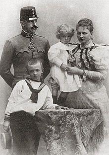 Der letzte Kaiser von Österreich Nein, das war nicht Kaiser Franz Joseph, das war Karl I.  Er wurde als Erzherzog Carl Franz Joseph Ludwig Hubert Georg Otto Maria von Österreich am 17. August…