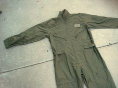 A great base for a number of post apocalyptic looks - basic flight suit / military green zip up cargo pocket jumpsuit, coveralls unisex medium @bitsandblurbs