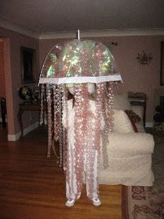 Jellyfish - umbrella hat? Cute Halloween costume idea!!
