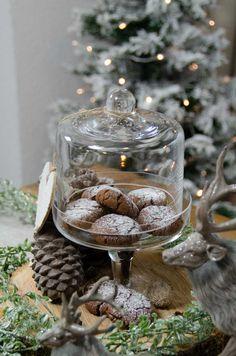 Rezept: Dark chocolate Cookies - 100% VEGAN  Ich liebe dunkle Schokolade! Durch meine Schwester, die seit Jahren vegan lebt, werde ich immer wieder inspiriert vegane Rezepte auszuprobieren. Ich freue mich, dieses leckere, einfache & schnelle vegan dark chocolate Cookies Rezept mit euch zu teilen.  Viel Spass beim Nachbacken. :-)   Es würde mich sehr freuen, wenn Du mir auf Pinterest, Instagram und Facebook folgst.   Abbraccio  Deine Arianna Pinterest Instagram, Table Decorations, Facebook, Home Decor, Vegan Lifestyle, Vegan Recipes, Schokolade, Love, Creative