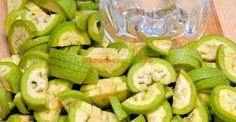 Lichior medicinal de nuci verzi | Paradis Verde Tea Cafe, Romanian Food, Cata, Cold Drinks, Pickles, Natural Remedies, Cucumber, Herbalism, Good To Know