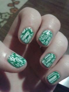 One of my favourite designs to do. Green base with white crackle.