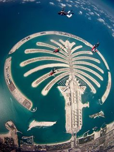 Palm Jumeirah Skydiving in Dubai. Astrogeoghraphic position of the palm tree island: located in a most typical combination for an artificial peninsula - the constellation of sticking out: the dynamic, male, phallic fire sign Aries with the creative, innovative air sign Aquarius the sign of palm trees. Field level 2 which describes how the island is embedded in the region.