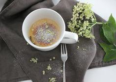 Holunderblüten Tassenkuchen, Holumderblütensirup, DIY, Food, Holunderblütenkuchen, Tassenkuchen http://lifestylemommy.de/food-holunderblueten-tassenkuchen/
