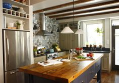Wood Counter Style: Rustic and Eclectic
