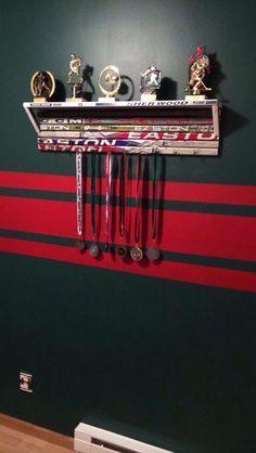Hockey stick shelf for Greys room Boys Hockey Bedroom, Hockey Room, Hockey Girls, Youth Hockey, College Basketball, Hockey Stick Crafts, Hockey Sticks, Hockey Tournaments, Hockey Goalie