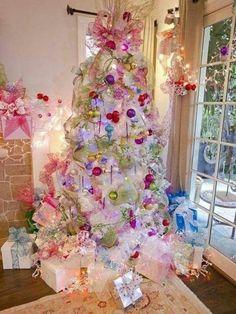 Albero chiaro con decorazioni candy