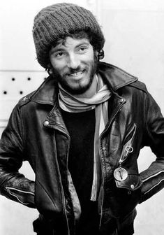 springsteen f/w « to take the train Schott Motorcycle Jacket.. is that a handcuff key? and sporting some stars on the epaulet? awesome...