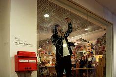 Yusuke Shimura live drawing at the little dröm store.