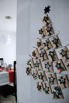 Calendario de adviento DIY Green Advent calendar from toilet paper rolls. Advent Calenders, Diy Advent Calendar, Homemade Advent Calendars, Homemade Xmas Decorations, Christmas Decorations, Holiday Decor, Christmas Calendar, Christmas Countdown, All Things Christmas
