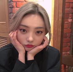 Ulzzang Korean Girl, Cute Korean Girl, Asian Girl, Kim Bo Bae, Hyun Bin, Asian Beauty, Meme, Magic, Fashion Outfits