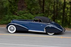 """oldschooliscool: """" 1934 Duesenberg Model J Convertible Coupe with one-off coachwork by Graber. One of the few Duesenbergs not to have the traditional grill, bumpers, and mascot. Classic Trucks, Classic Cars, Auburn, Duesenberg Car, Vintage Cars, Antique Cars, Art Deco Car, Cabriolet, Sexy Cars"""