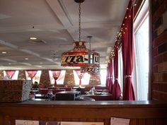 Back when Pizza Hut was a somewhat respected fast-food pizza chain and the restaurant was still recognizable thanks to the red vinyl booths, stained glass chandeliers, shiny red roof and most impor… Pizza Hut Logo, Pizza Hut Restaurant, Restaurant Ideas, Old School Pizza, Stained Glass Chandelier, Pizza Chains, Hut House, Olive Garden Recipes, New Pizza